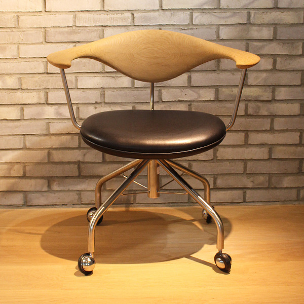 Hans J. Wegner  Swivel Chair. PP502  PP Mobler (9).jpg