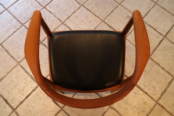 Hans J. Wegner  The chair. JH-503  Johannes Hansen-02 (1).jpg
