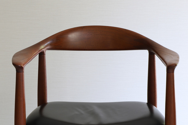 Hans J. Wegner  The chair. JH-503  Johannes Hansen (1).jpg