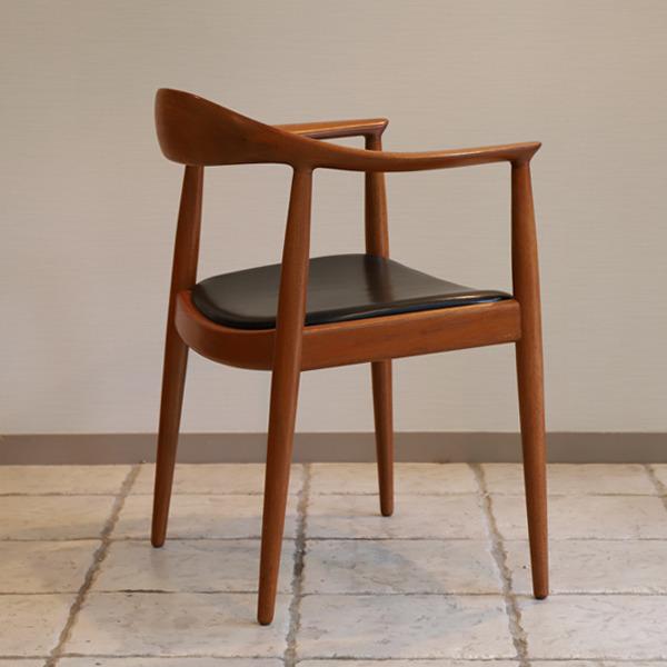 Hans J. Wegner  The chair. JH-503  Johannes Hansen (2).jpg
