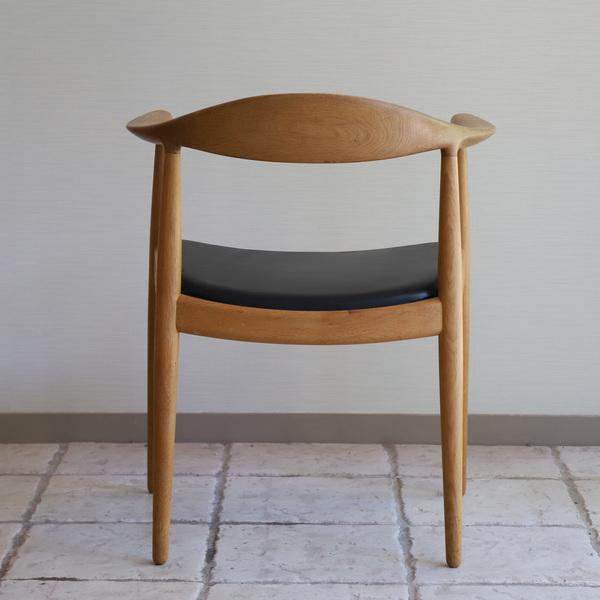 Hans J. Wegner  The chair. JH-503  Johannes Hansen (7).jpg