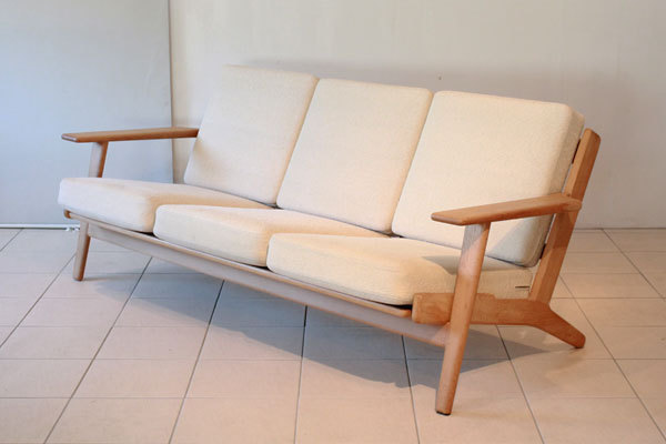 Hans J. Wegner  Three-seater sofa. GE290  GETAMA (10).jpg