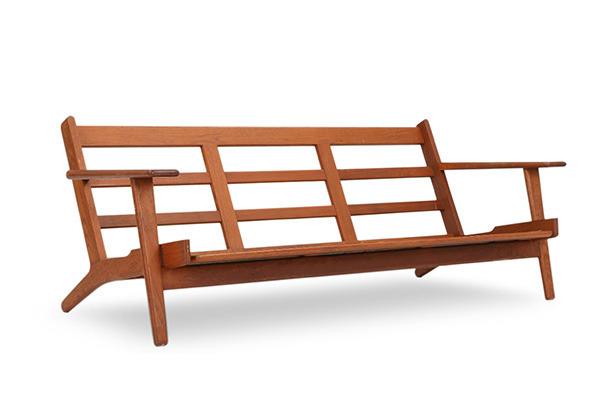 Hans J. Wegner  Three-seater sofa. GE290  GETAMA (3).jpg