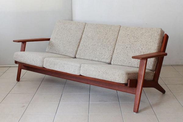 Hans J. Wegner  Three-seater sofa. GE290  GETAMA (8).jpg