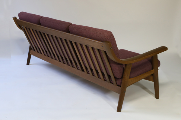 Hans J. Wegner  Three-seater sofa. GE530  GETAMA (1).jpg