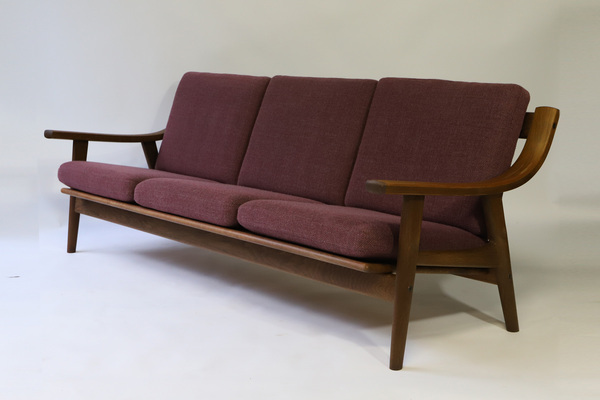 Hans J. Wegner  Three-seater sofa. GE530  GETAMA (2).jpg