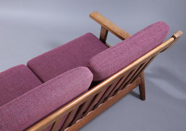 Hans J. Wegner  Three-seater sofa. GE530  GETAMA (3).jpg