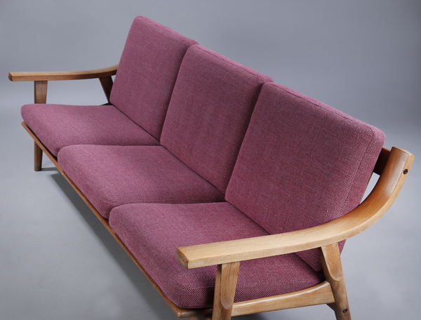 Hans J. Wegner  Three-seater sofa. GE530  GETAMA (4).jpg