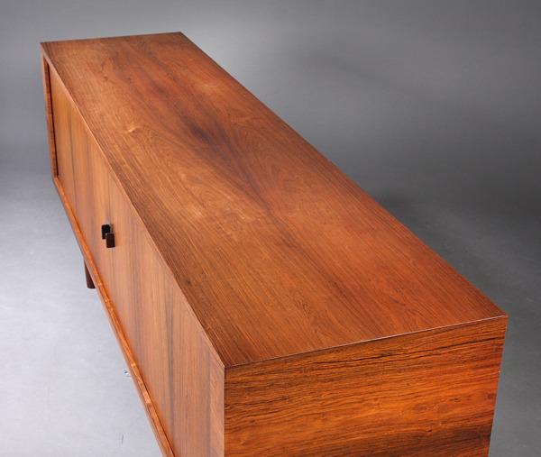 Hans J Wegner  Sideboard. RY25   Ry Mobler (4).jpg