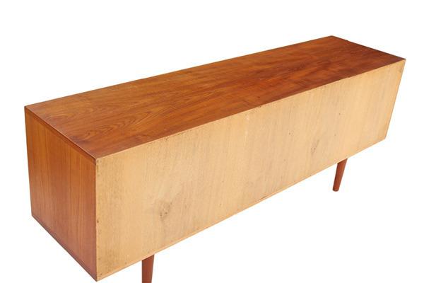 Hans J Wegner  Sideboard. RY26  Ry Mobler (3).jpg
