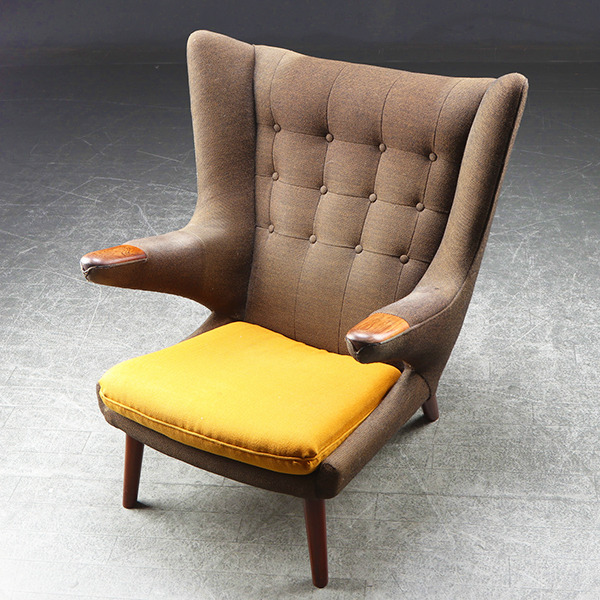 HansJWegner-Loungechair-PapaBearChair-modelAP19-rosewood-01.jpg