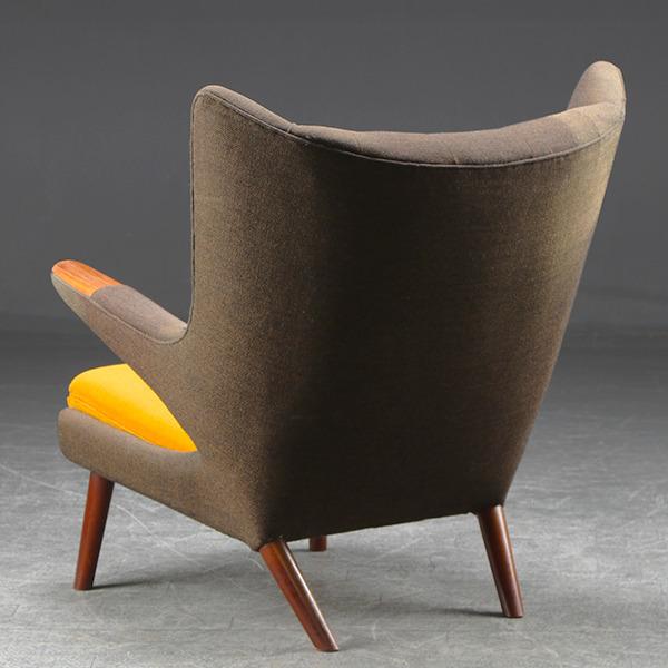 HansJWegner-Loungechair-PapaBearChair-modelAP19-rosewood-02.jpg
