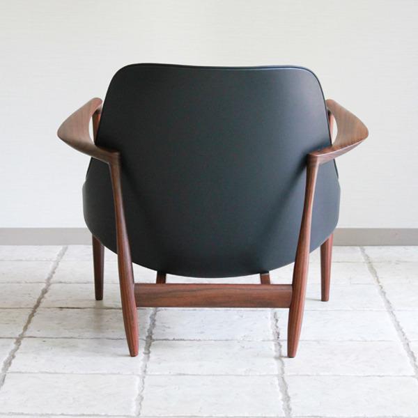 Ib-kofod-Larsen--Lounge-chair.-Elisabeth-Kitani-2-06.jpg