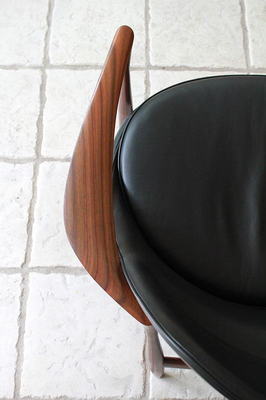 Ib-kofod-Larsen--Lounge-chair.-Elisabeth-Kitani-2-11.jpg