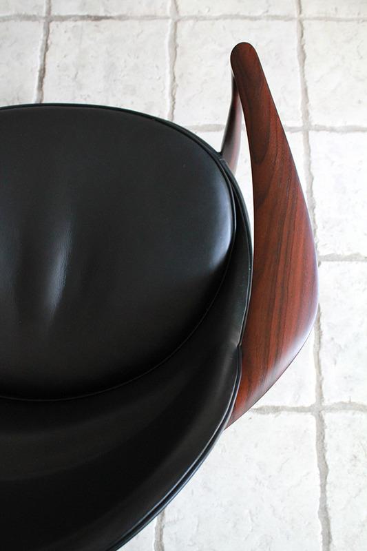 Ib kofod-Larsen  Lounge chair. Elisabeth  Kitani-08.jpg