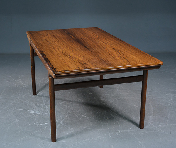 Johannes-Andersen--Extension-dining-ta-ble-rosewood-03.jpg