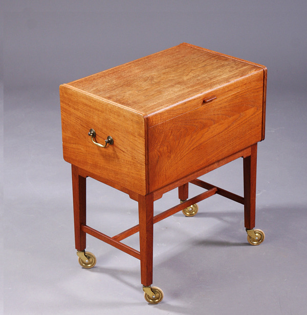 Ludvig Pontoppidan  Sewing table  (4).jpg