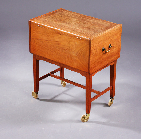 Ludvig Pontoppidan  Sewing table  (5).jpg