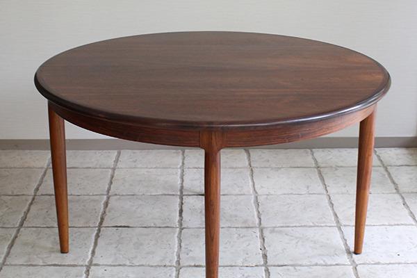 Niels O. Møller  Circular dining table rosewood  J.L. Møller (12).jpg