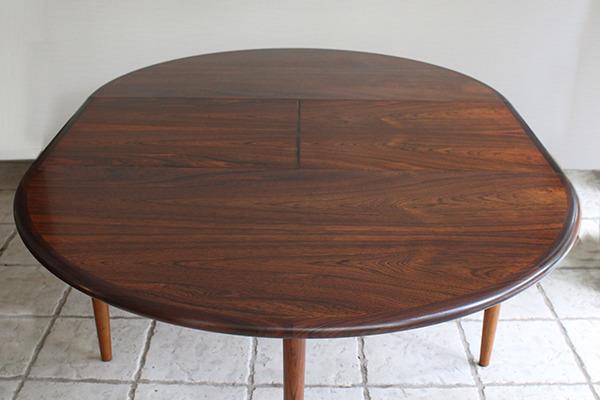 Niels O. Møller  Circular dining table rosewood  J.L. Møller (13).jpg