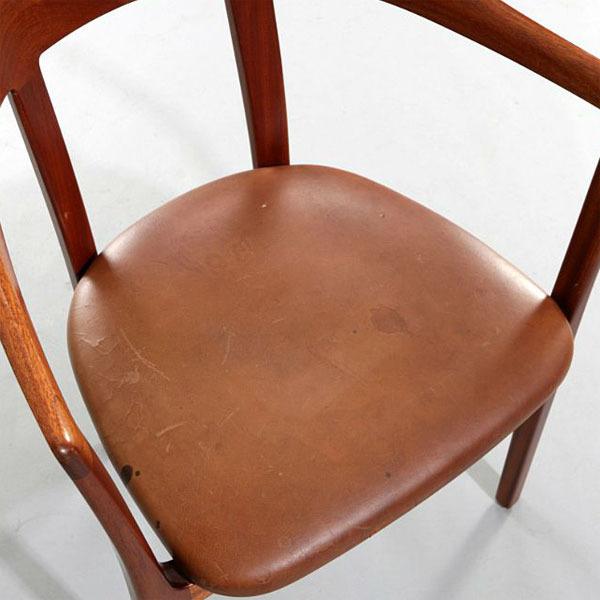 Ole-Wanscher-Armchair-Mahogany-04.jpg
