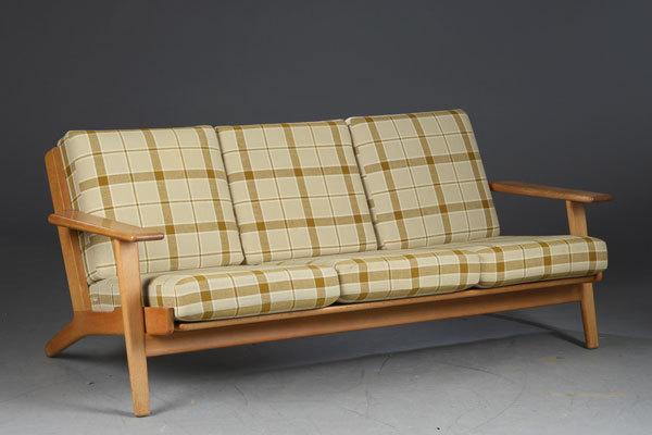 Wegner-3-seater-sofa-GE290-Oak-01.jpg