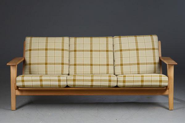 Wegner-3-seater-sofa-GE290-Oak-02.jpg