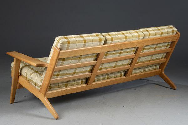 Wegner-3-seater-sofa-GE290-Oak-03.jpg
