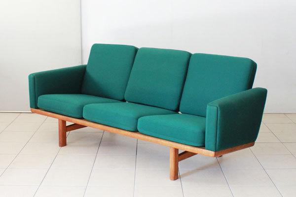 Wegner-3seater-sofa-GE235-01.jpg