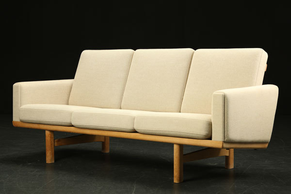 Wegner-3seater-sofa-GE236-01.jpg