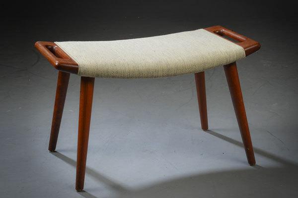 Wegner-Ottoman-for-Bear-chair-01.jpg