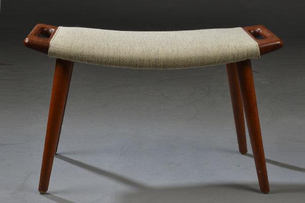Wegner-Ottoman-for-Bear-chair-02.jpg