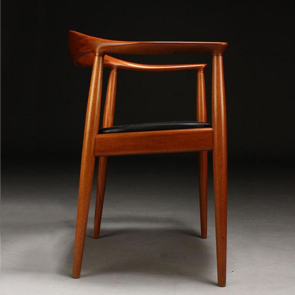 Wegner-The-chair-JH503-Mahogany-03.jpg