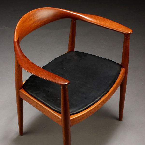 Wegner-The-chair-JH503-Mahogany-05.jpg